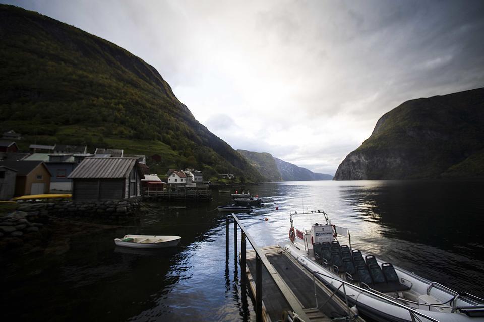 Utsikt ut fjorden frå Undredal.