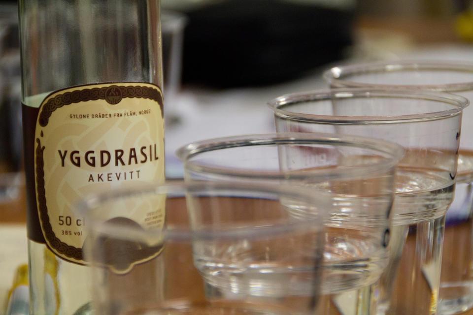 Testing av Yggdrasil Akevitt som ein del av blandingsprosessen